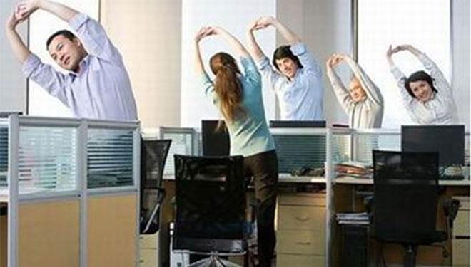 上班族们,办公间隙不要忘了锻炼喔!