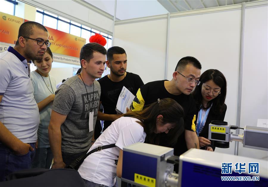 中国商品和服务展开幕 助推乌兹别克斯坦和中国经贸合作