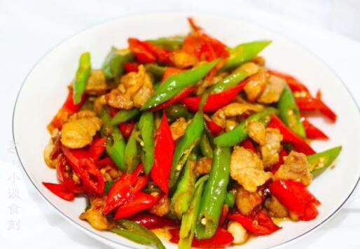 怎样做辣子炒肉好吃?选择比较嫩的线椒