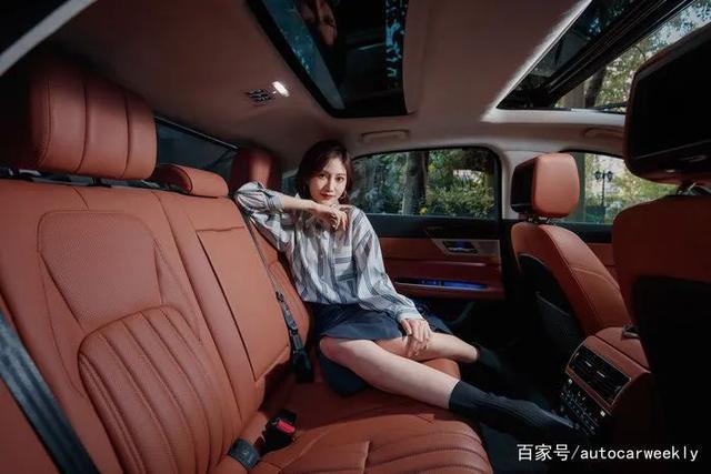 媳妇当车模 爱车和爱妻