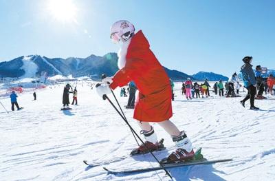 冰雪装备吸引眼球 新潮时尚、科技范儿十足的产品最抢手